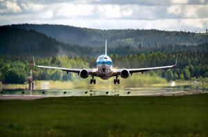 Det går bra för Dalaflyget nu, det ökade charterflyget är en förklaring till det förbättrade ekonomiska läget.