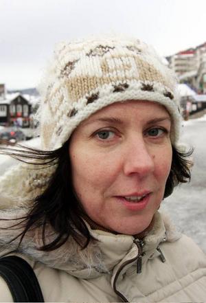Anneli Nylander, Örnsköldsvik:– Nej. Jag ska åka till Menorca i sommar. Mamma och pappa firar guldbröllop och de betalar resan.