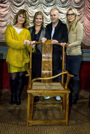 Årets jury på Stockholms fillmfestival är Lena Endre, Helena Danielsson, Kristian Petri, Moa Gammel och Hiner Saleem (ej med på bild). Den kinesiske konstnären Ai Weiwei får inte lämna Kina men har skickat en symbolisk tom stol.