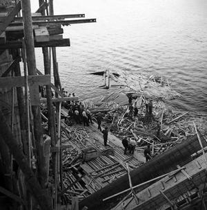 18 personer dog när Sandöbron rasade. Händelsen fick aldrig stor uppmärksamhet eftersom andra världskriget bröt ut dagen efter raset.