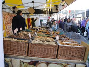 Nötter kan vara bra till mycket, kanske ett hekto eller två i stället för lördagsgodiset?