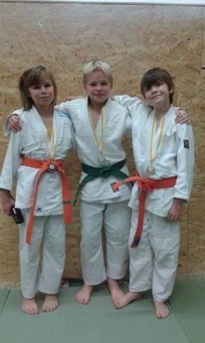 Unga trion Emilia Heidenberg, Oscar Eriksson och Sam Jonsson lyckades också riktigt bra i Sundsvall.   Foto: Privat