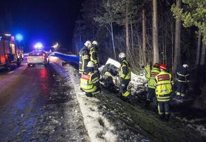 En man omkom vid en singelolycka utanför Östersund på måndagen.