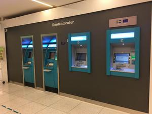 De nya uttagsautomaterna i Igorgallerian installerades på måndagen.