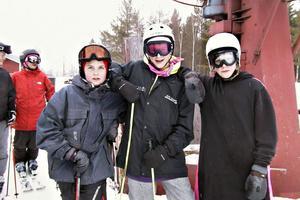Jonas Söder, Rickard Jonsson och Olle Unosson hörde till de sista åkarna i backen. De tycker säsongen har varit bra med goda förhållanden.