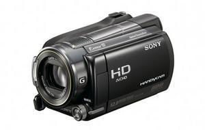 Geotaggade filmerSony kommer med en ny serie hd-videokameror med inbyggd gps-funktion. Det gör bland annat att alla filmer kan sorteras efter vart de filmats, vilket gör det lättare att hitta rätt bland filmfilerna på datorn. De tre kameror som ingår i nya XR-serien har dessutom fått bättre sensor vilket bland annat förbättrar ljuskänsligheten. Kommer i butik i slutet av april.Prisintervall: 13 995–18 070 kronor.