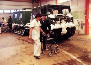 Bandvagnar från Dalregementet i Falun skickades snabbt till Gävle, Sandviken och Österfärnebo. Som mest hjälpte 40 soldater i 20 bandvagnar till med transporter av alla de slag. Bland annat skjutsade de sjukvårdspersonal till och från sjukhuset.