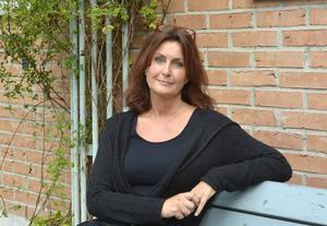 Katarina Vikström, ST-journalist och dito krönikor, väcker nu äldre krönikor till liv i samlingen