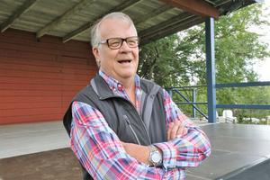 Lasse Berghagen håller allsång på Gammelgården i Svärdsjö på söndag.