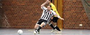 Niklas Falk rensar undan för sitt Munktorp i finalen mot Eskilstuna Södra.