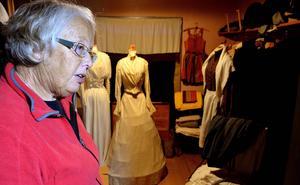 Miljön i den gamla klädkammaren gör att det finns risk för att de ovärderliga textilierna förstörs.