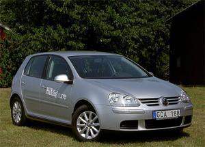 Volkswagen Golf tar hem spelet i Golfklassen i jämn kamp med många konkurrenter. En klassisk begbil, här i sin femte generation.