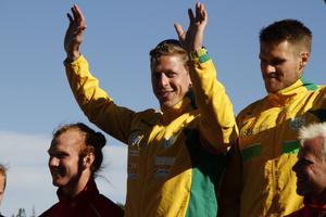 Petter Menning tillsammans med sin klubbkamrat Erik Sandbacka till höger.