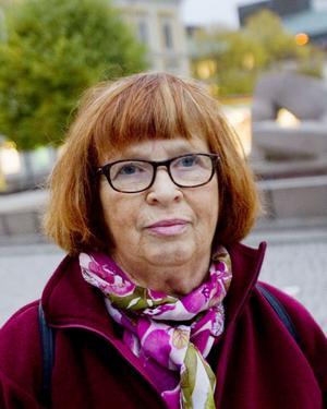Greta Hedström, 73 år, pensionär, Gävle:– Synd. Det har varit underbart utan bilar, det skulle gärna få fortsätta så här. Jag har inte förstått vad ramaskriet från handlarna har handlat om, varför skulle de få färre kunder på Söder när man stänger av vid Rådhuset?