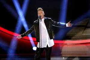 Axel Schylström sjunger