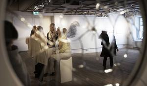 Temat för utställningen är identitet.