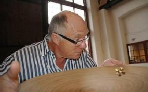 Frans van Bruggen har guldvittring. Nu ska han arrangera inomhusmästerskap i guldvaskning. -- Vi är ju vana att vaska fram guldkorn här på Meken, säger han.FOTOMONTAGE: CHRISTER NYMAN