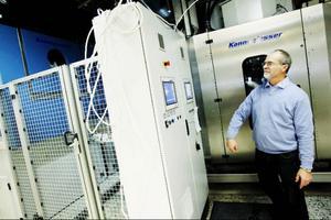 Tvättröret tillverkas i Tyskland och kom till Storsjötvätt i tre stora långtradare för drygt tre veckor sedan. Sedan dess har det tvättats runt fyra ton tvätt per dag.