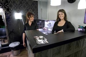 Lena och Linda Haglund driver salong Favette i Hudiksvall och kommer att skaffa var sin kassaapparat.