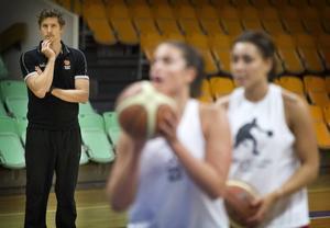 Dennis Cooper, coach för Östersunds damlag och en av ledarna på träningslägret i Spanien.   Arkivbild
