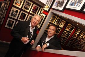 Anders Berglund och Christer Sjögren drar på sig smokingen för att hylla Frank Sinatra.