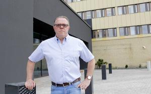 Börje Sjöberg, fackordförande för metallarbetarna på Sandvik Coromant, är kritisk till att också 14 av de som drabbades när GVS-fabriken lades ned, också är med i varslet.