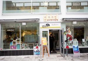 Global Living erbjuder fika, mat, kläder, möbler och inredning i en och samma lokal.
