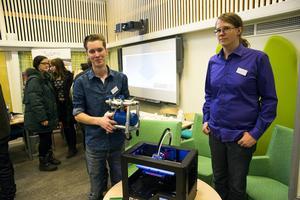 Viktor Rosvall och André Qvick demonstrerade 3D-skrivaren.
