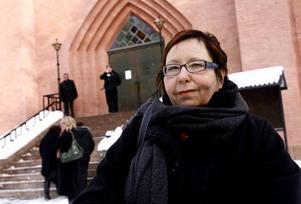 Helena Näslund, bibliotekarie på Norrsätraskolan sa hej till Inga.Bosse Hedwall var rörd.