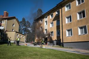 De många från grannskapet på Hantverksvägen fick bevittna ett stort räddningspådrag med polis, brandmän från två styrkor och ambulanspersonal.