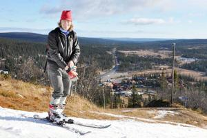 Reporter Mikael Andersson tog en provtur i det vackra vädret. Jeans rekommenderas inte och hjälmen bör vara på.