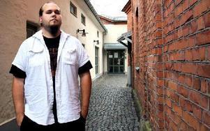 Christofer Säterdal Bergqvist utgår från fornnordisk mytologi och vikingatida litteratur när han skriver låttexter till Falu-/Borlängebandet Fimbultyr. Foto: Jennie-Lie Kjörnsberg
