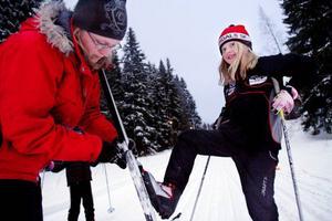 Lisette Morin var en av de 180 deltagarna i Byakampens final i Enarsvedjan. Hon konstaterade att pappa kunde ha vallat bättre. Som tur var fanns det hjälp att få i spåret.