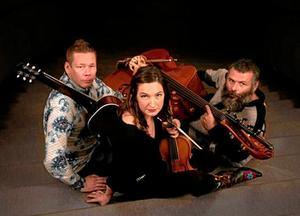 Magnus Stinnerbom , Sophia Stinnerbom och Sébastien Dubé på en pressbild inför släppet av skivan