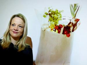 Emma Hernell på HUI Research presenterade Årets Julklapp 2011 - en färdigpackad matkasse.