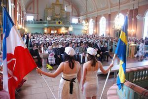 Älvdalens kyrka var fullsatt då studentexamen firades på onsdagen.