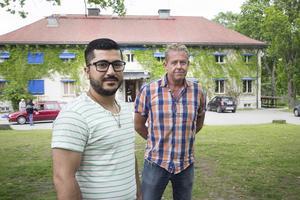 Shuan Hassan och Per Linell på Kilafors herrgårds är oroliga för asylboendets  framtid.