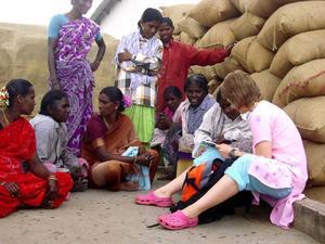 I år är det fjärde året som elever och personal från Berg åker till Indien. Den här bilden togs vid resan för två år sedan. Foto: Privat