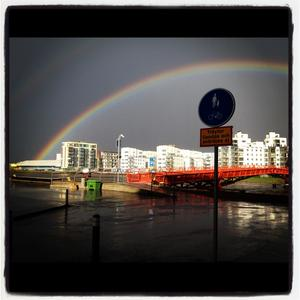På väg hem efter regnet välkomnas jag av denna bild.