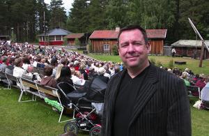 Nöjd. Skinnarspelskommitténs ordförande Gunnar Ohlsson är nöjd med årets Skinnarspel och med tanke på att det regnade ett par föreställningar är en publik på cirka fyra tusen personer en bra siffra.
