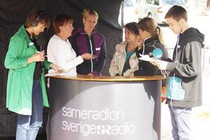 Inga Marja Steinfjell från Sameradion ledde debatten med Gunilla Zetterström Bäcke (S), Härjedalens kommunalråd, Susanné Wallner, Moderat i landstingsstyrelsen, Anna Sara Stenvall från Mittådalens intresseförening och Agneta Andersson från Ruvhten Sijte, som sitter med i kommunens samiska samrådsgrupp. Olle Kejonen från Sameradion producerade.