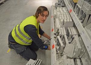 Ljungbergsgymnasiet och Ikea samarbetar. Robin Ors på Ljungbergsgymnasiet är den första eleven som har jobbar genom samarbetet.