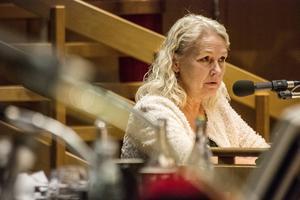 Monalisa Norrman (V) försvarade den underfinansierade budgeten och tyckte att Moderaternas finansierade budget slog hårdast mot de mest utsatta.