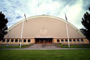 gamla idrottshuset. Efter finansiella problem och oklarheter mellan kommunen och Knut Säborg fick Eurodisco flytta från Nya idrottshuset till det gamla. Arkivfoto: NA