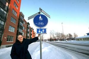 Förvillande gatunamn. Nu ska det bli lättare att förklara vägen till Honolulugatan, där Carl Anders Lindstén bor. Kommunen ändrar adresserna från den 1 mars.