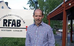 Ebbe Evbjer flyttar från Stiftsgården till Rättviksfastigheters lokal vid Vasagatan. Foto: Birgit Nilses Gröndahl
