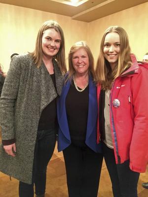 Edit Holmqvist, till höger, träffade Jane Sanders på demokraternas valvaka.