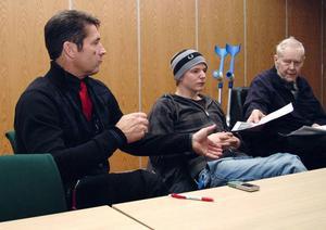 Även Åres Icabutik har blivit Svanenmärkt. Icahandlare Lars Ocklind, var med på föredraget. Liksom Gunnar Widmark, längst till höger, som är professor och kan en del om miljö.