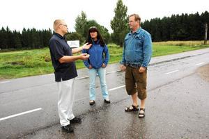 """EFTERLÄNGTAT. """"Det här är viktigt för hela bygden kring Örbyhus, Tobo och Vendel"""", säger Torbjörn Wiking, Ewa Erixon och Peter Hedén, i företagarföreningen."""