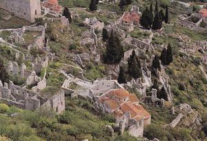 Mistra är idag Europas största ruinområde. Bebyggelsen lär på Goethes tid, i början av 1800-talet, fortfarande ha varit intakt. Endast ett nunnekloster är idag bebott – eller var så i alla fall nyligen.